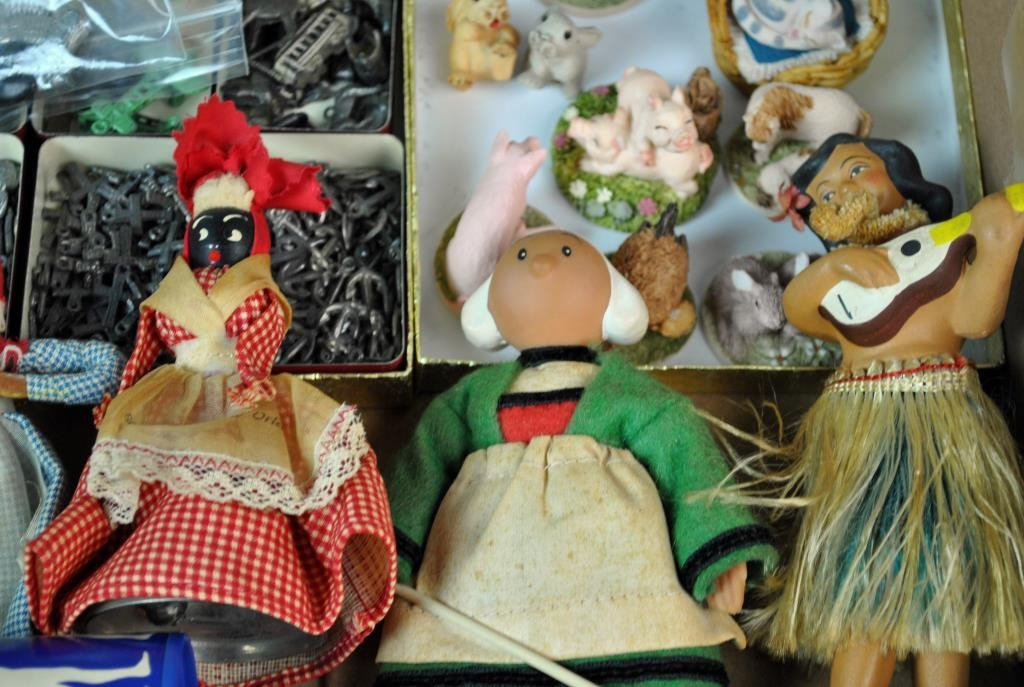 LARGE GROUP OF SMALL & MINIATURE COLLECTIBLES - 8
