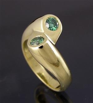 1003: FancyGreen Diamond Ring, 14kt yellow gold