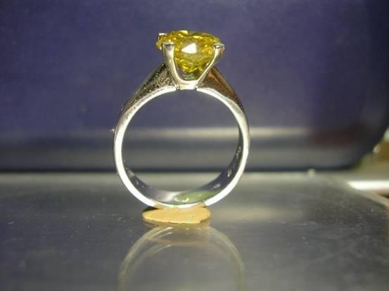 1006: FancyGold diamond ring, 2.50ct,p1, 14kt.
