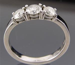 1020: White gold ring, 1,00ct.