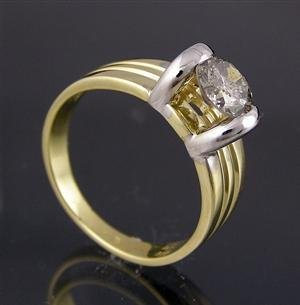 1021: Yellow and white gold ring. 1.01ct