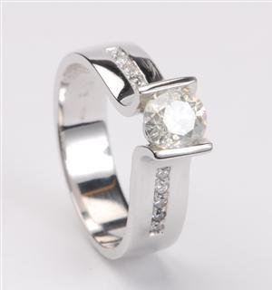 1022: White gold ring, 0.75ct, 0.10ct