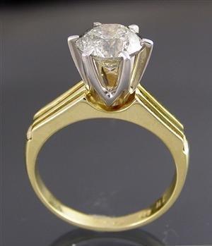 1023: Yellow gold ring, 2.01ct