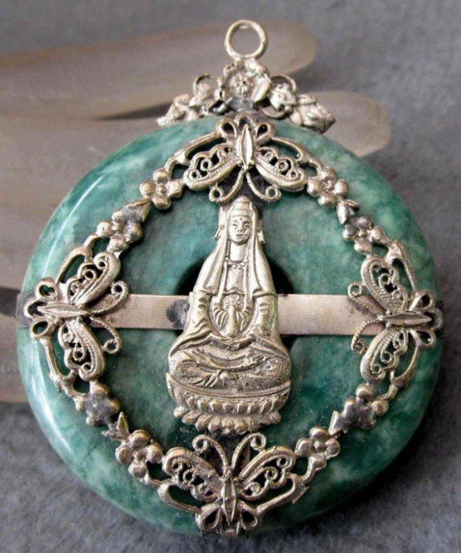 94: 550 Carat Antique Green Carved Jade KWANYIN