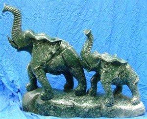 293: LARGE JADE 2 ELEPHANTS MOUNTAIN