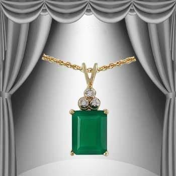9: 6 CT Emerald Diamond Pendant