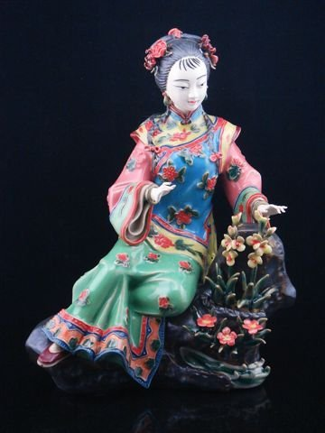 Famille-Rose Hand Crafted Porcelain Chinese Lady