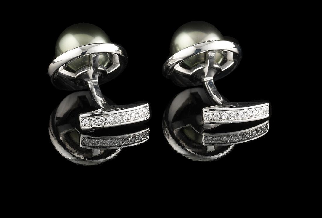 Pair of Tahitian Pearl and Diamond Cufflinks - 2