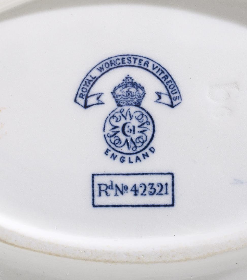 Royal Worcester Vitreous China Dinner Service - 3