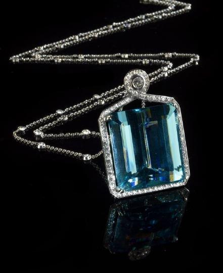 848: Plat., Diamond and Aquamarine Pendant and Chain
