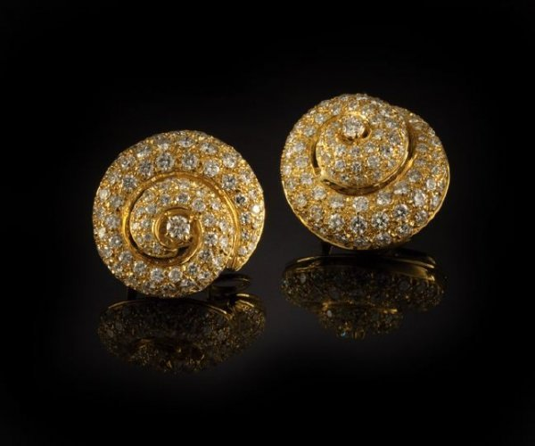 852: Eighteen-Karat Yellow Gold and Diamond Earrings