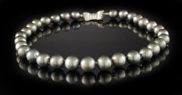 865: Fine Strand of Dark Gray Tahitian Pearls