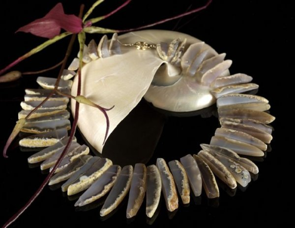 """649: Lady's Tribal-Design """"Skinned"""" Agate Necklace"""