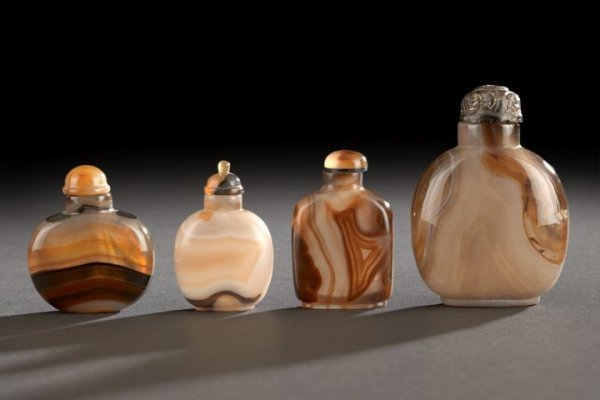 15: Group of Four Chinese Agate Snuff Bottles