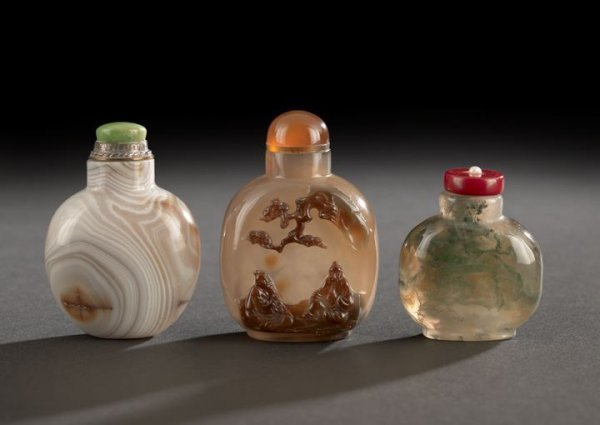 18: Group of Three Chinese Agate Snuff Bottles