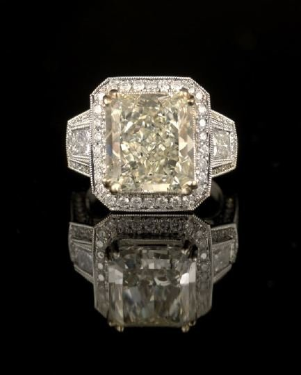 556: Brilliant 18 Kt. and Diamond Lady's Ring