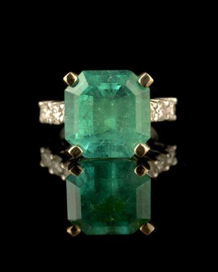 559: Platinum, Gold, Emerald & Diamond Lady's Ring