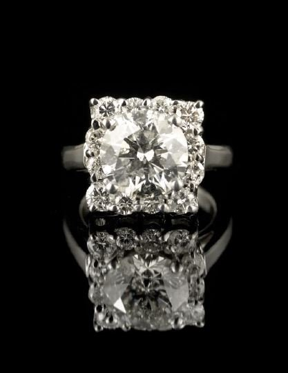 560: Dramatic Platinum and Diamond Lady's Dinner Ring