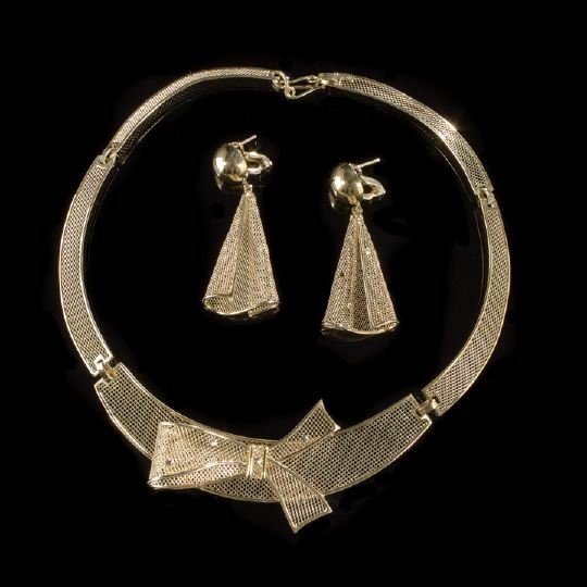665: 18 Kt. Yellow Gold Necklace and Earring Suite