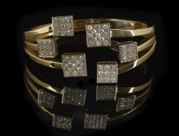 668: 18 Kt. Yellow Gold & Diamond Retro-Moderne Bangle