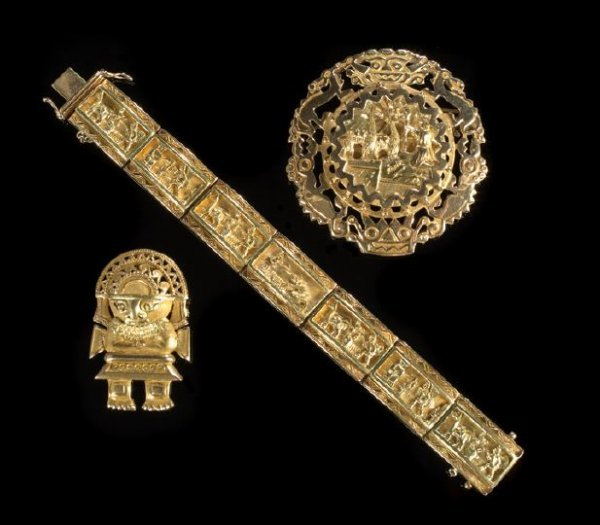 677: Three Pieces of 18 Kt. Yellow Gold Jewelry