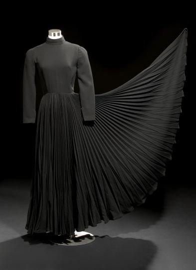 699: Geoffrey Beene Classic Black Wool Evening Dress