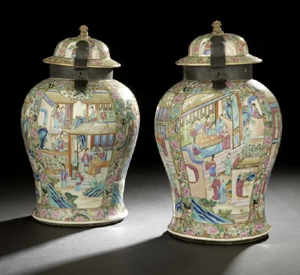 354: Pair of Chinese Export Porcelain Covered Jars