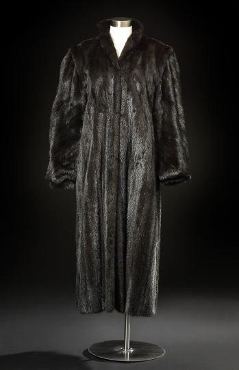 667: Oscar de la Renta Mink Coat