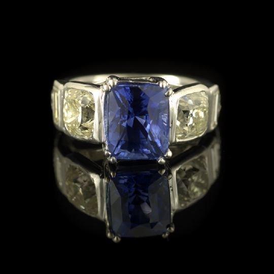 716: Fine Platinum, Sapphire and Diamond Lady's Ring