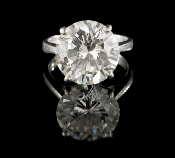 665: Fine Lady's Platinum and Diamond Solitaire Ring