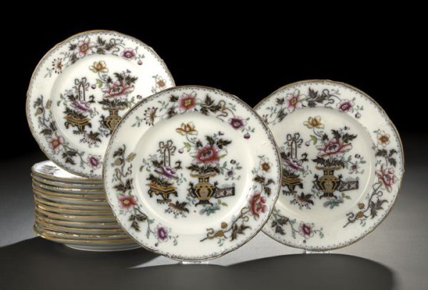 10: Fifteen-Piece Group of Earthenware Plates