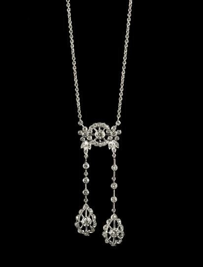 728: Good 18 Kt. Gold and Diamond Negligee Necklace