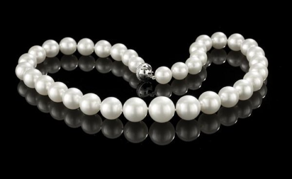 730: Outstanding Strand of South Seas Pearls