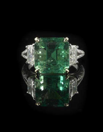 1322: Platinum, 18 Kt. Gold, Emerald and Diamond Ring