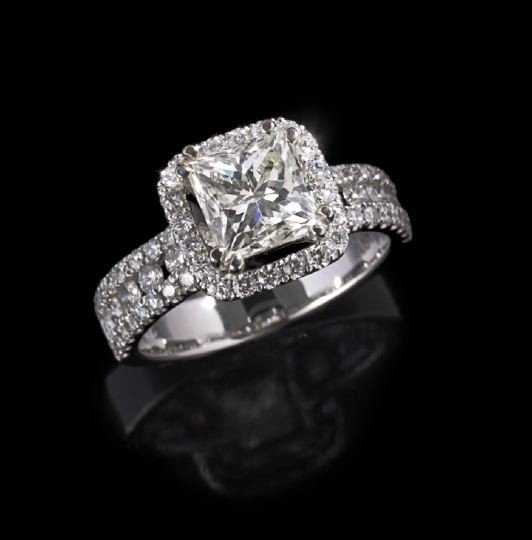 762: 18 Kt. White Gold and Diamond Engagement Ring