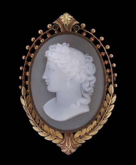 767: European 18 Kt. Gold and Agate Cameo Brooch