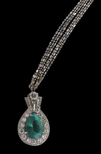 855: 18 Kt. Gold, Emerald and Diamond Pendant Necklace