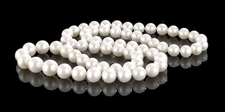 752: Good Strand of Spherical Cultured Pearls,