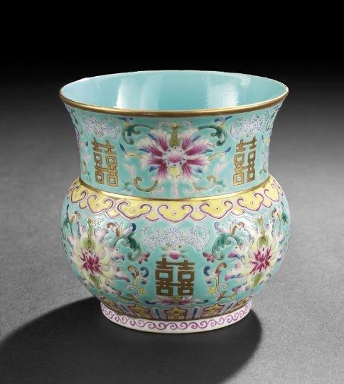 18: Fine and Elegant Chinese Porcelain Incense Vase