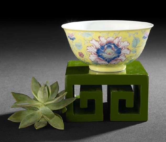 20: Fine Chinese Famille Rose Decorated Bowl