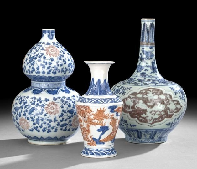 530: Three Chinese Blue-and-White Porcelain Vases