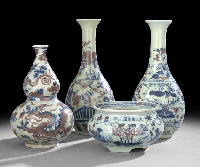 532: Four Blue & White and Underglaze Red Vessels
