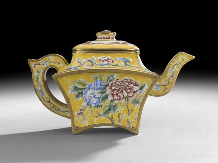 749: Imperial Chinese Enamel-on-Copper Teapot