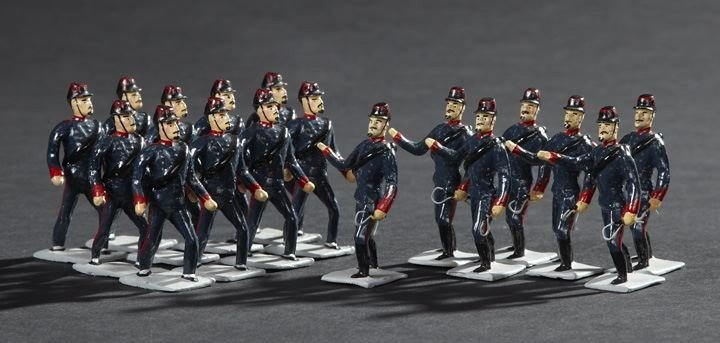 1700: 17 French Artillerymen on Foot Lead Toy Soldiers