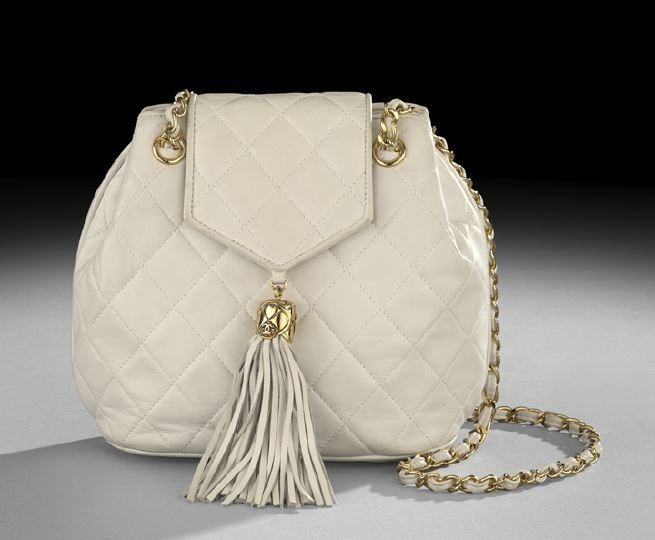 1328: Chanel, Paris, White Quilted Lambskin Pouch