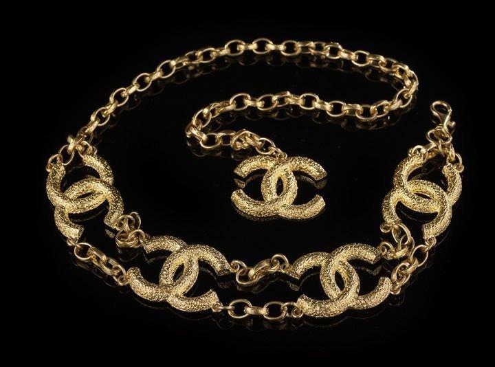 860: Chanel, Paris, Chunky Gold Logo Belt