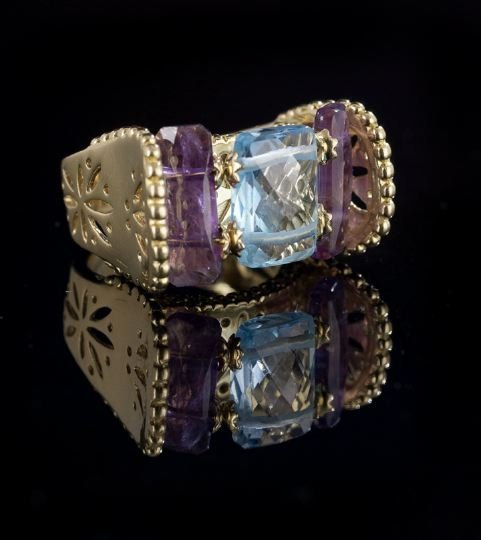 1122: Italian 18 Kt. Yellow Gold and Gemstone Ring