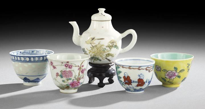 Group of Five Pieces of Chinese Porcelain