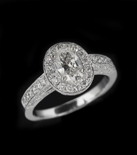 785: 18-Karat White Gold and Diamond Ring