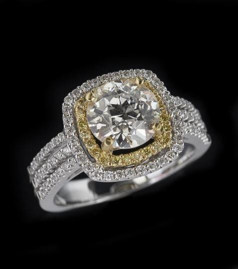 786: 22 & 18 Karat Yellow and White Gold Diamond Ring